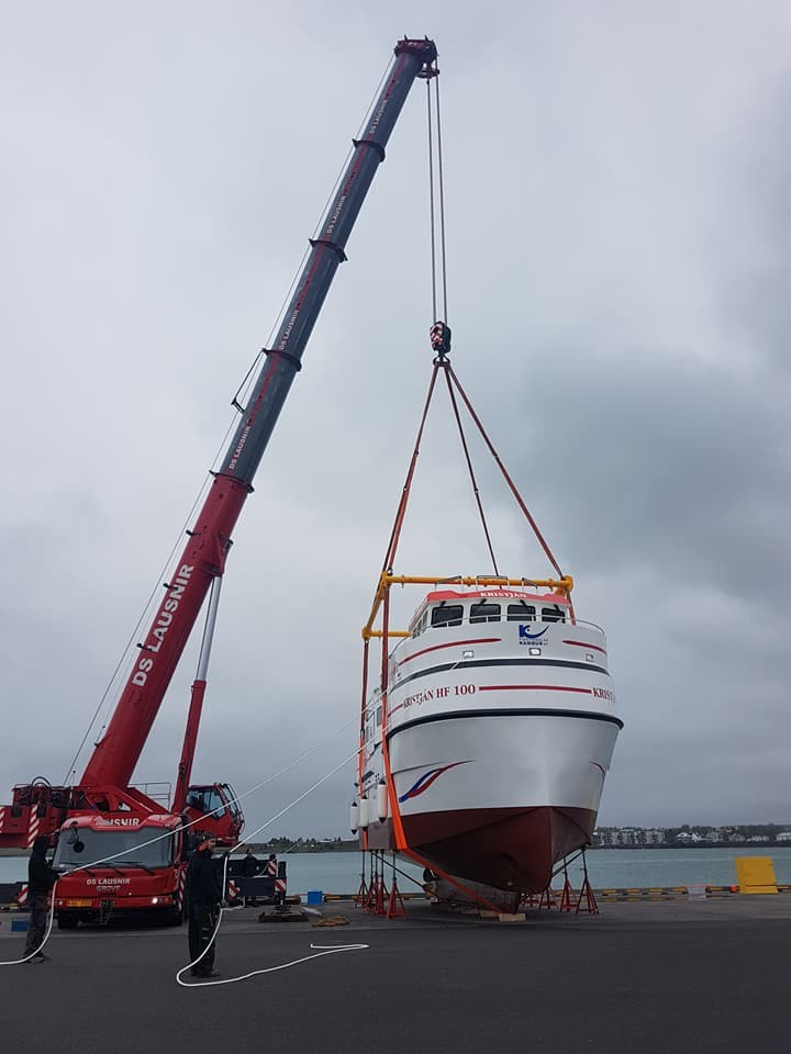 Modulift frame lifts vessel in Iceland