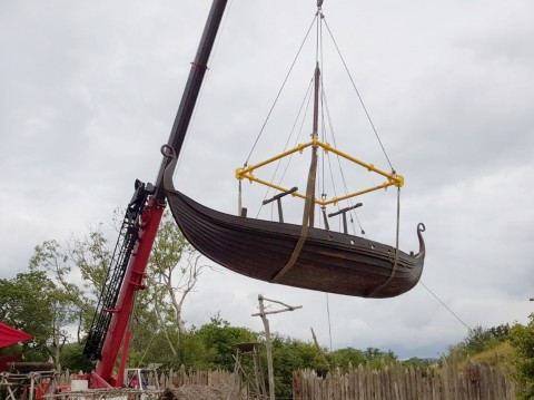 Modulift Spreader Frame Lifts Viking Boats on TV Set