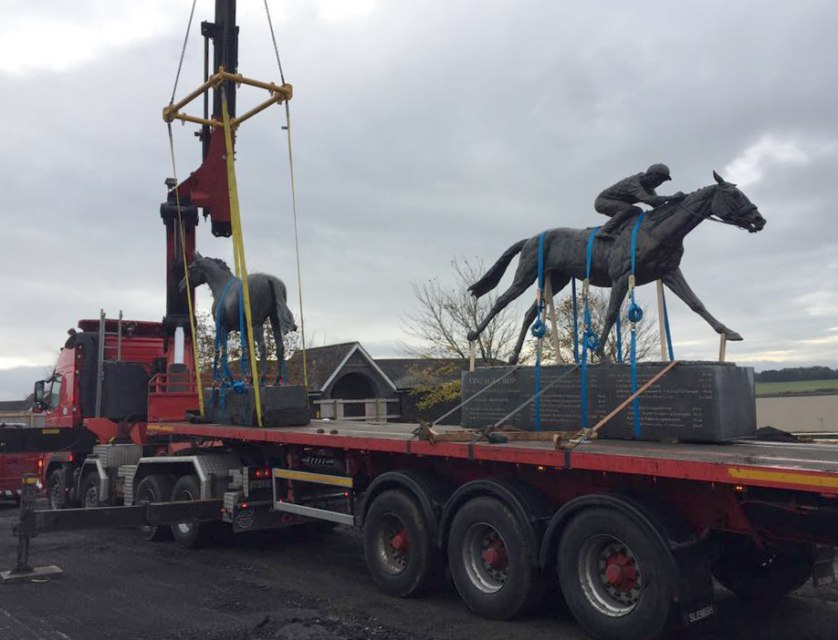 Modulift Spreader Frame lifting the famous horse statues on to a lorry